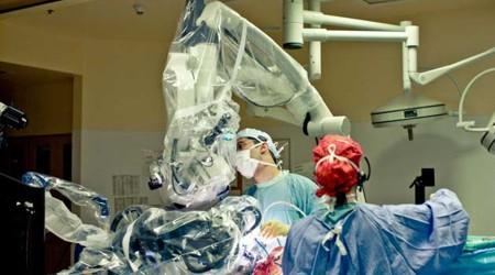 NeuroArm - Neurocirurgião robótico