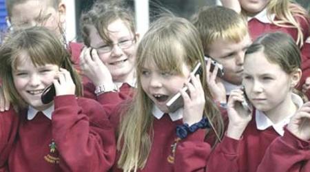 crianças também usam celular