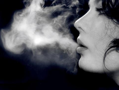 Mulheres Fumantes Perdem Anos De Vida