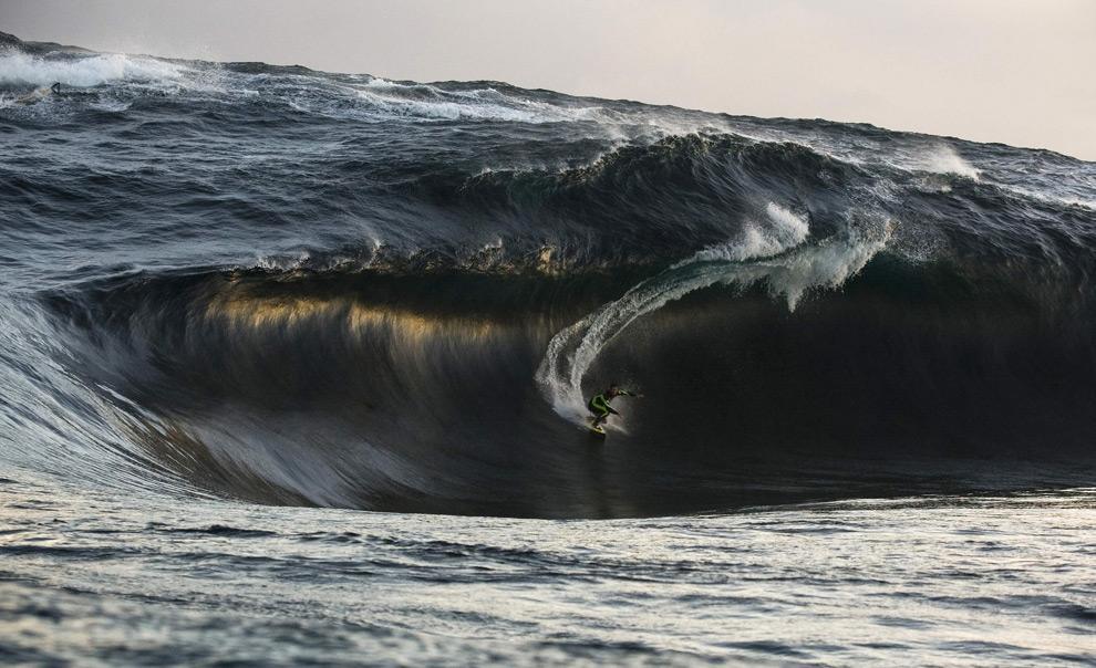 surfando onda gigante surfe