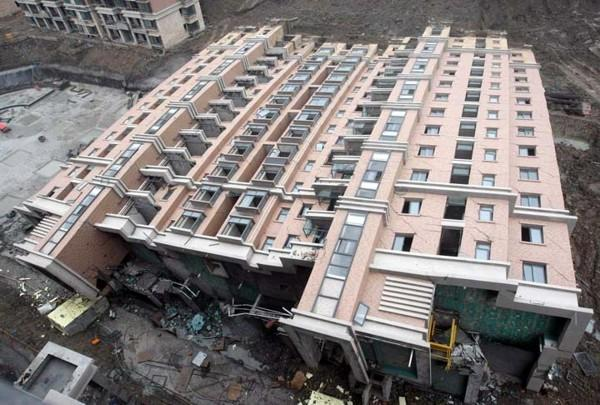 predio caído em Xangai