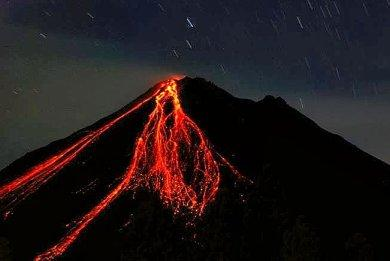 arenal-volcano-lava-night
