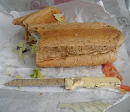 Um homem que mora em Nova York está processando o Subway por ter encontrado  uma enorme faca dentro do seu pão (não no meio do sanduíche ab7d868d0a5