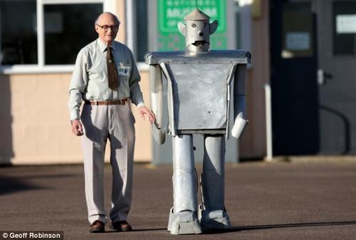 Robô construído após a Segunda Guerra ainda funciona