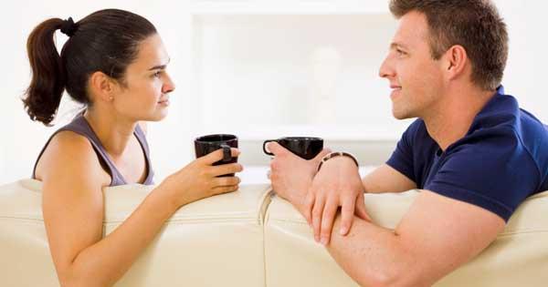 casal falando