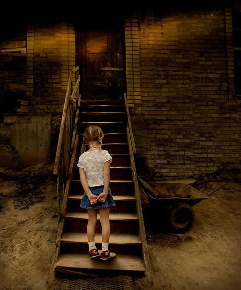 A escada e a menininha (MUITO LINDO !!!!!!!!!!!!!!)