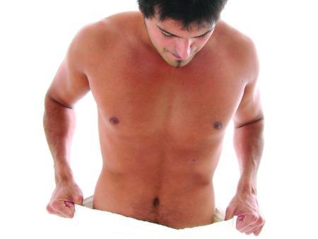 Medicina de aumento em um pênis masculino