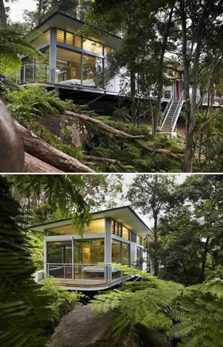 A cerca de 45 km de Sidney (Austrália), a Church Point Home se esconde no meio de uma floresta. Suas colunas imitam árvores e, junto com o piso de madeira, ajudam a harmonizar a estrutura com o ambiente externo