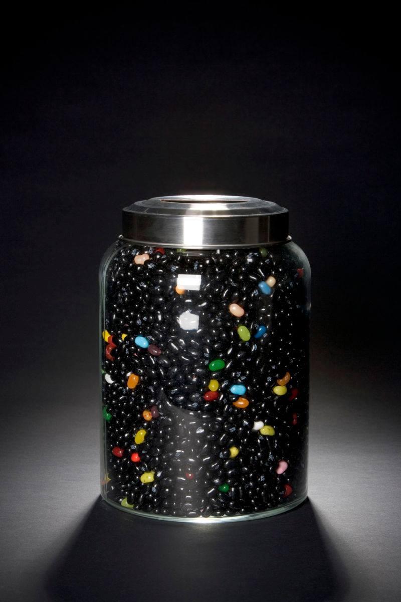 Os feijões representam a matéria e energia escura no universo e as jujubas a matéria que podemos enxergar