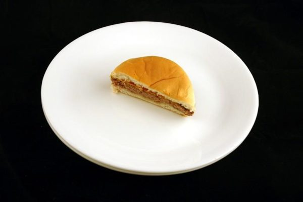 """X-burguer"" -75 gramas= 200 calorias"