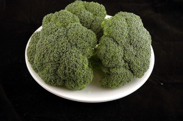 Brócolis – 588 gramas= 200 calorias