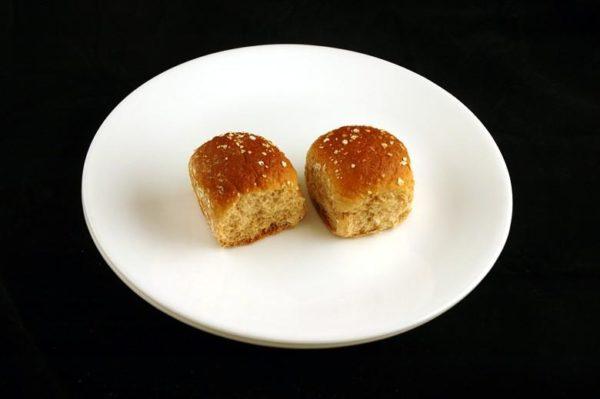 Pãozinho de trigo - 66 gramas= 200 calorias