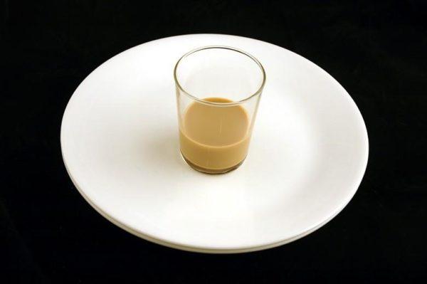 Creme irlandês Bailey's – 60 ml = 200 calorias