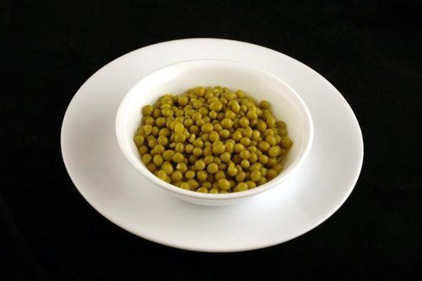 Ervilha verde em conserva (enlatada) - 357 gramas= 200 calorias
