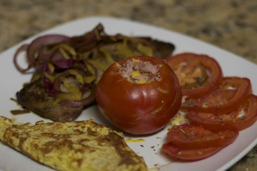 A dieta permite todo tipo de carnes, ovos e alguns tipos de frutas, legumes e vegetais