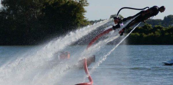 flyboard nadar golfinho homem de ferro