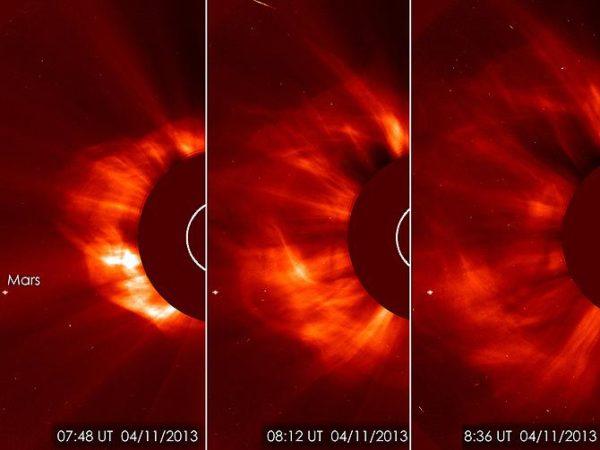 Uma sequência de imagens da ejeção de massa coronal. Você pode ver Marte à esquerda.