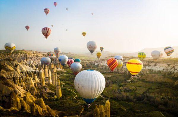 """""""Uma visão fascinante e deslumbrante da brisa da manhã na Capadócia, na Turquia"""" - Reynaldi Herdinanto"""