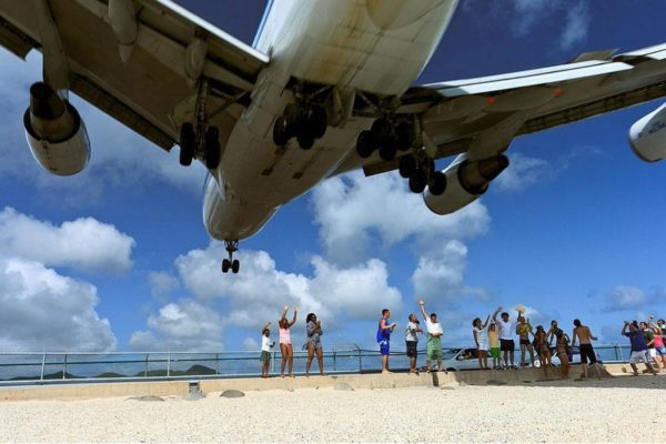 plane-landing-maho-beach-6