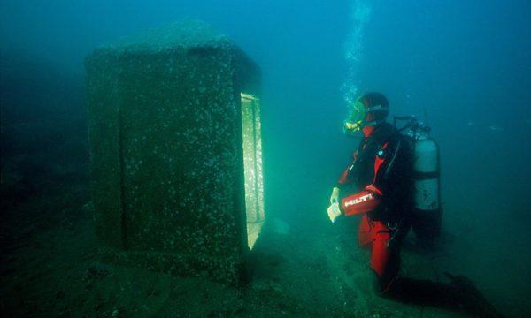 Uma das descobertas mais importantes na área do templo foi esta capela monolítica, pois serviu como uma chave para identificar o resto da cidade