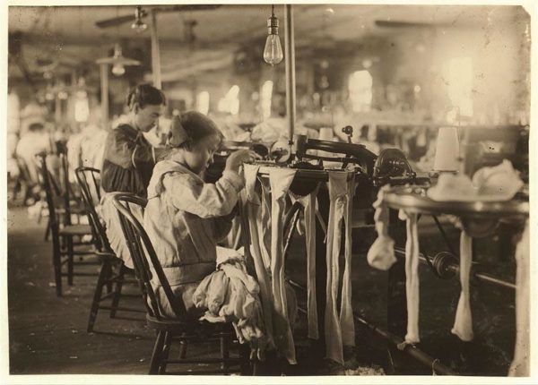 Nannie Coleson tinha 11 anos quando trabalhava na fábrica de meias Crescent. Ele recebia cerca de 3 dólares por semana