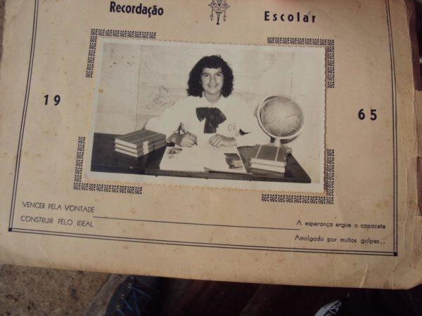 "Famosa ""lembrança escolar"" de Marlene Figueroa Andrade, de 1965. Crédito: Educadores Serelepes"
