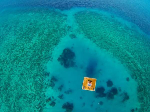 underwater-hotel-the-manta-mikael-genberg-9