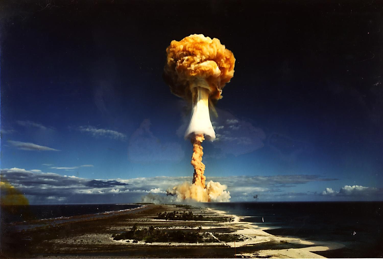 Resultado de imagem para imagem para explosão nuclear em Mururoa