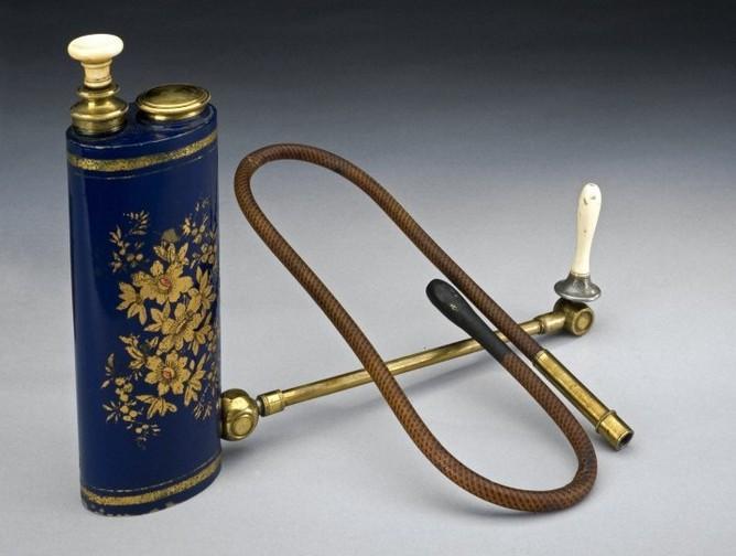 L0057992 Japanned metal enema syringe, piston action, with reservoir,