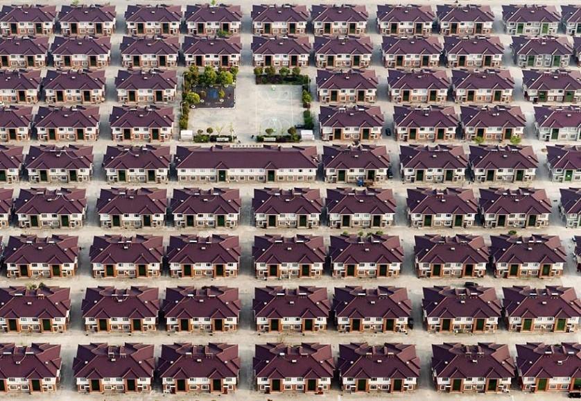 Casas idênticas em Jiangyin, Jiangsu, China. Foto de Kacper Kowalski.