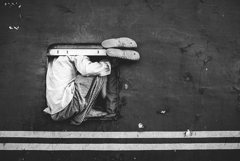 Crianças sem-teto em Chittagong, Bangladesh. Foto de  Ata Mohammad Adnan.