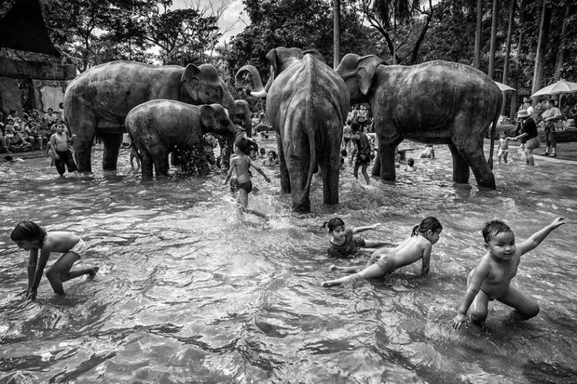 """Prêmio Nacional Tailândia: """"Dia das crianças"""", de Suthas Rungsirisilp, Tailândia"""