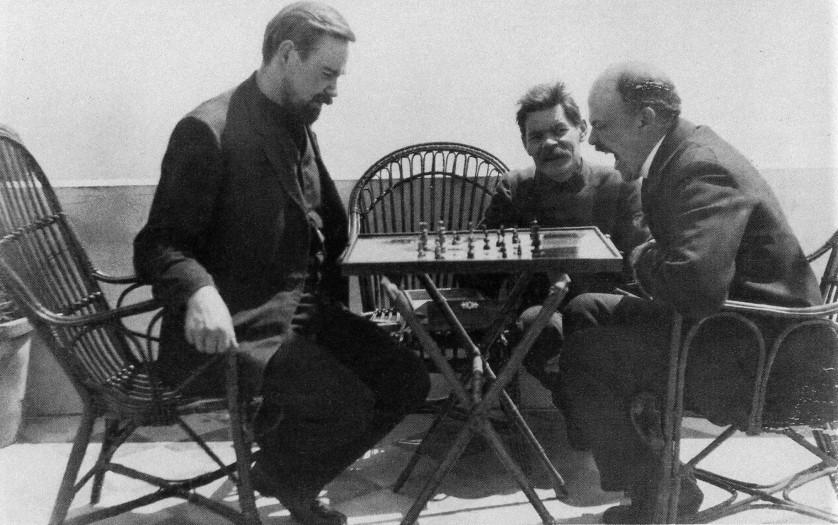Bogdanov jogando xadrez com Lenin