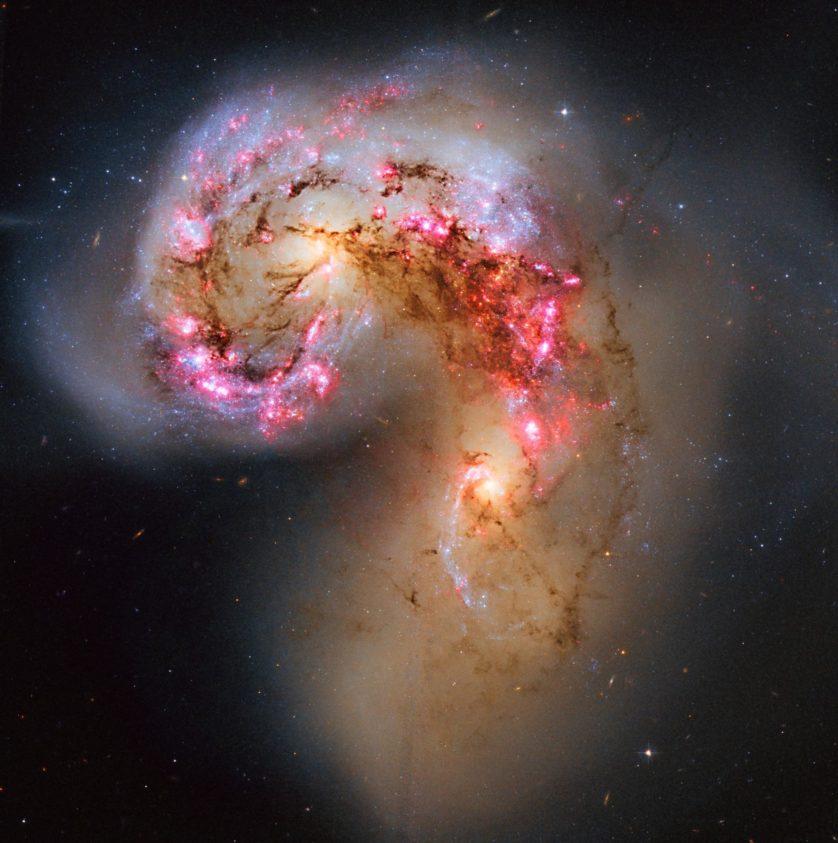 Imagem processada por David Coverta, a partir das imagens do Hubble, das galáxias Antenas, em colisão na constelação do corvo (Corvus).