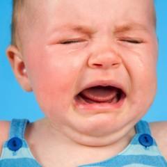 Por que os bebês choram à noite? Clique e descubra