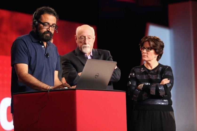 Gurdeep Pall mostra o novo aplicativo enquanto Walt Mossberg e Kara Swisher observavam
