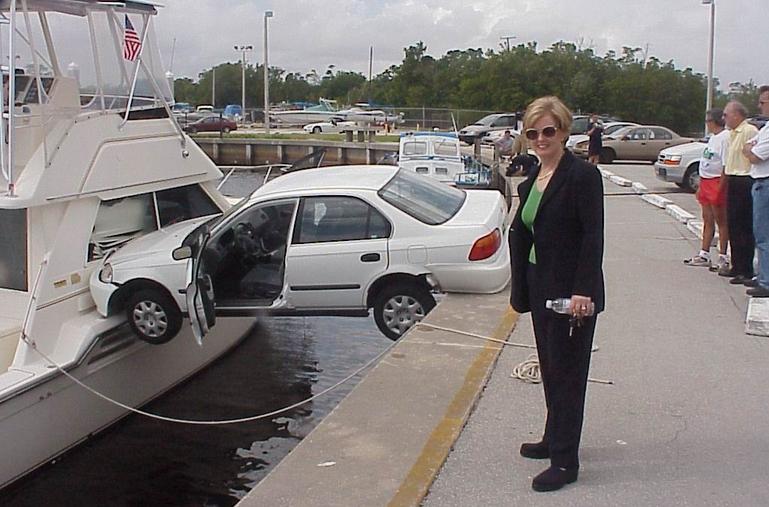 acidente carro mulher engrecado humor