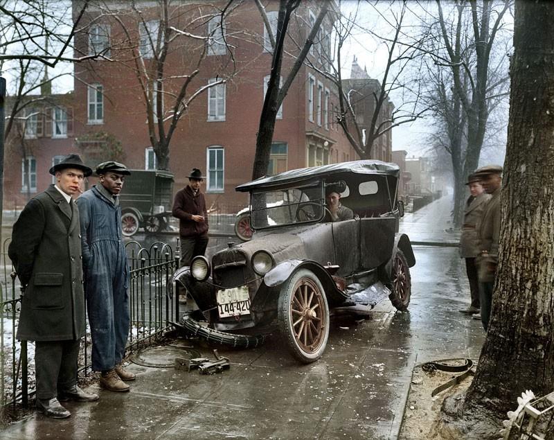 Um acidente de carro em Washington, D.C., por volta de 1921