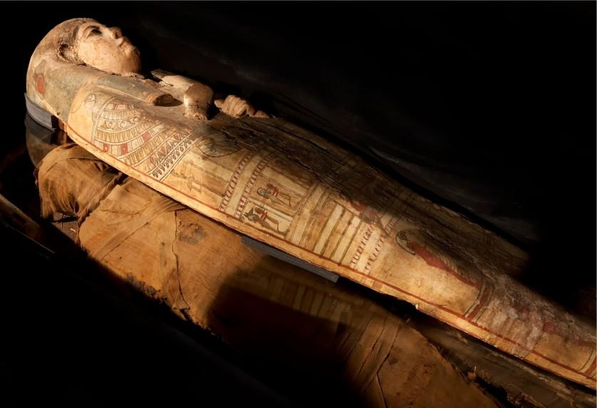Perth Museum & Art Gallery's Egyptian mummy and case photographed in 2010