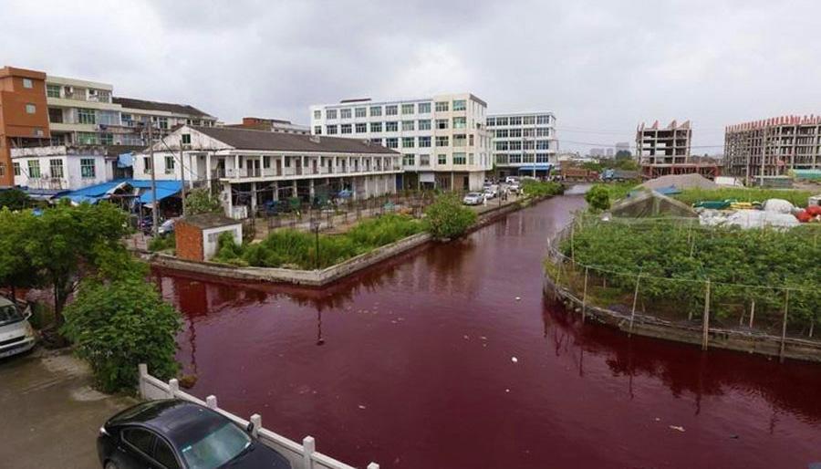 Mistério: rio fica vermelho-sangue do dia para a noite