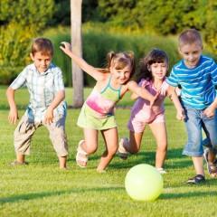 Por que as crianças precisam brincar ao ar livre?