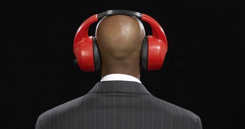fones de ouvido trabalho