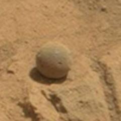 Sonda Curiosity encontra uma estranha bola em Marte