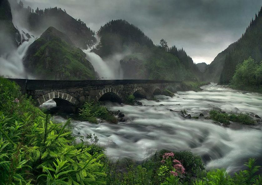 Cataratas Låtefossen, na Noruega pontes 04