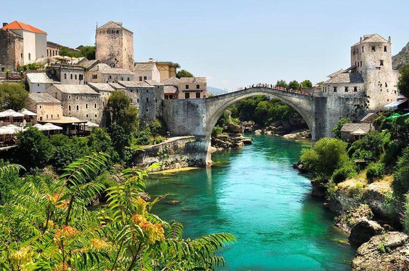 Stari Most, em Bósnia e Herzegovina pontes
