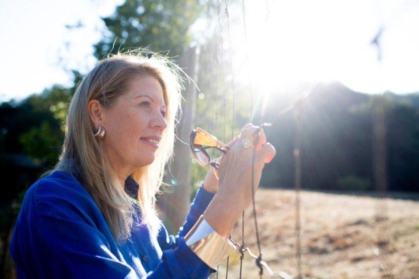 Isabella Beukes era legalmente cega há mais de 40 anos. O tratamento experimental derivado de células-tronco embrionárias parece ter possibilitado que ela veja cores e algumas formas