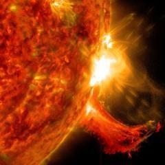 Erupção solar enorme é capturada em vídeo