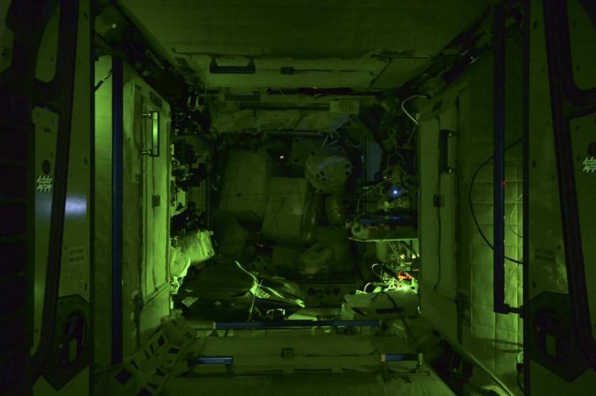 Estação Espacial Internacional a noite (1)