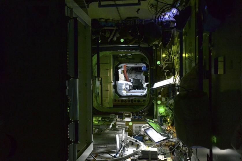 Estação Espacial Internacional a noite (10)