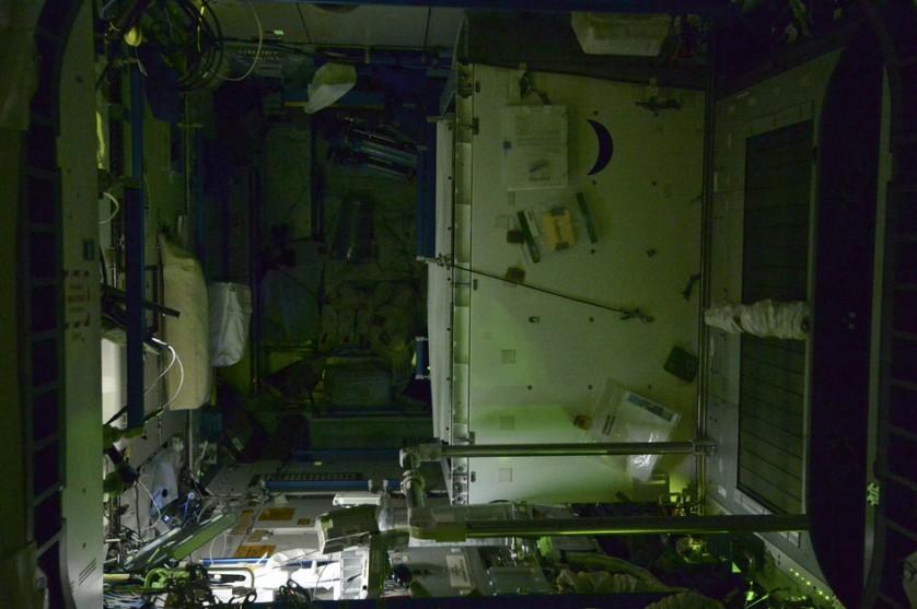 Estação Espacial Internacional a noite (11)